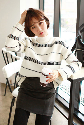 Knit tee pattern with high neckline (second stock)
