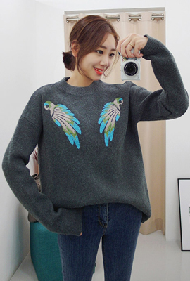 Embroidery round knit tee