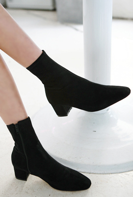 Span stitch ankle boots