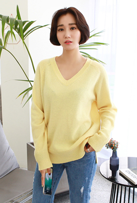 V-neck pastel woolly tee