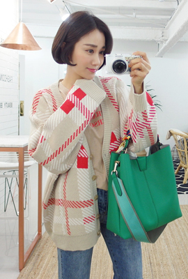 Loose color knit cardigan