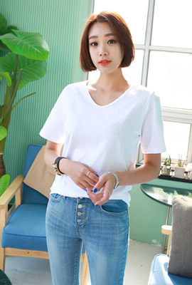U-neck incision stitch short sleeve tee