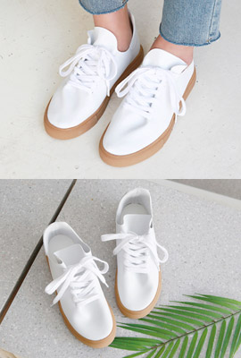 Simple color sneakers